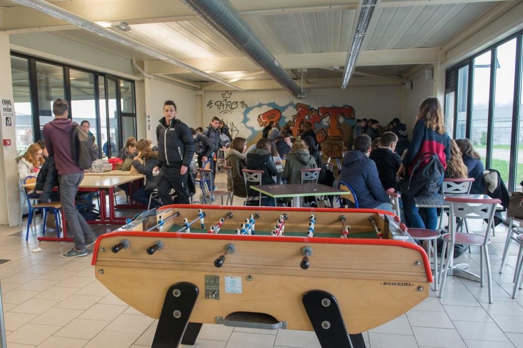 La cafétéria du Lycée Théas